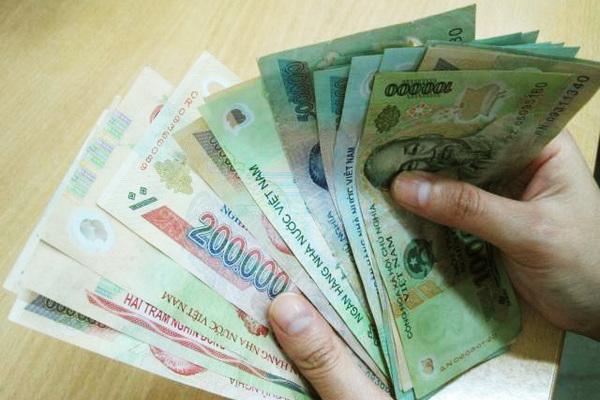 """Tranh cãi: """"Lương 7 triệu mua được nhà và xe sau 5 năm"""""""