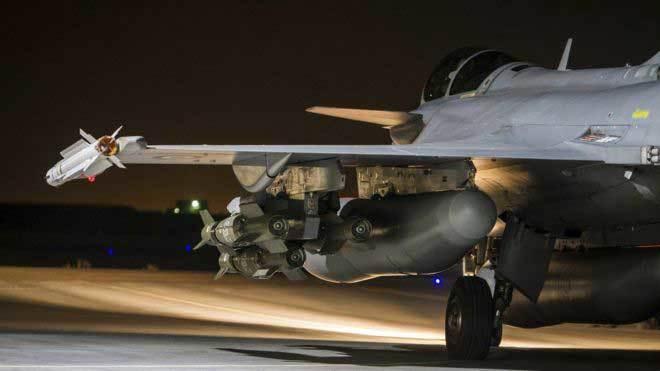Quân đội Syria bị liên minh do Mỹ dẫn đầu 'dội bom'