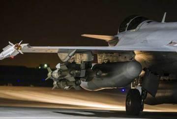 """Quân đội Syria bị liên minh do Mỹ dẫn đầu """"dội bom"""""""