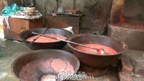 Hình ảnh gây sốc về thủ đoạn làm giả thịt bò từ lợn
