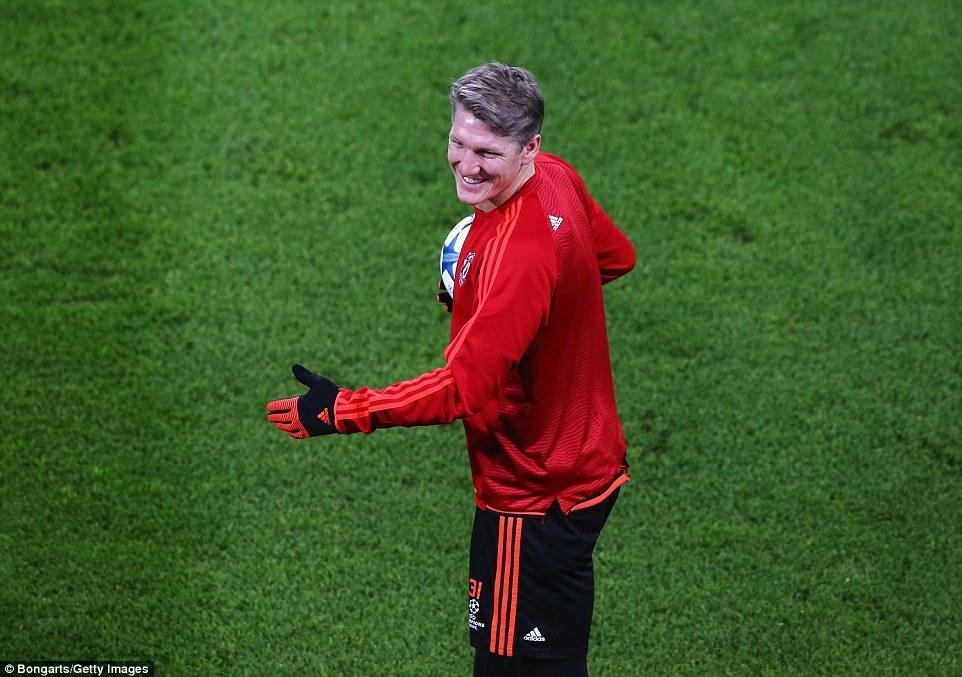 Thầy trò Van Gaal tươi rói, sẵn sàng tử chiến với Wolfsburg