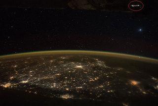 Hé lộ bí ẩn trong bức ảnh UFO của phi hành gia Mỹ
