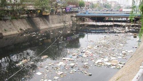 Sông ngòi chết mòn vì ô nhiễm: Vẫn phải chờ luật!