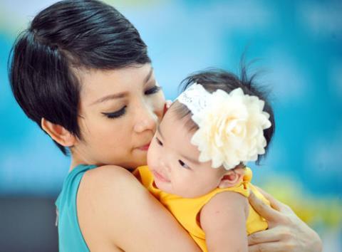 Nỗi buồn đằng sau sự kiêu hãnh của siêu mẫu làm mẹ đơn thân
