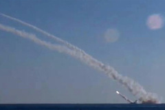 Xem tàu ngầm Nga phóng tên lửa như mưa vào Syria