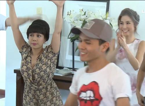 Bình Minh cởi trần nhảy múa điên cuồng cùng Việt Hương