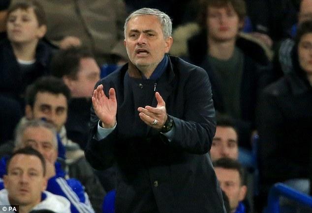 Chelsea - Porto: Chờ Mourinho tự cứu mình