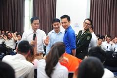 """1.000 người học ứng xử với """"thượng đế"""" ở Tân Sơn Nhất"""