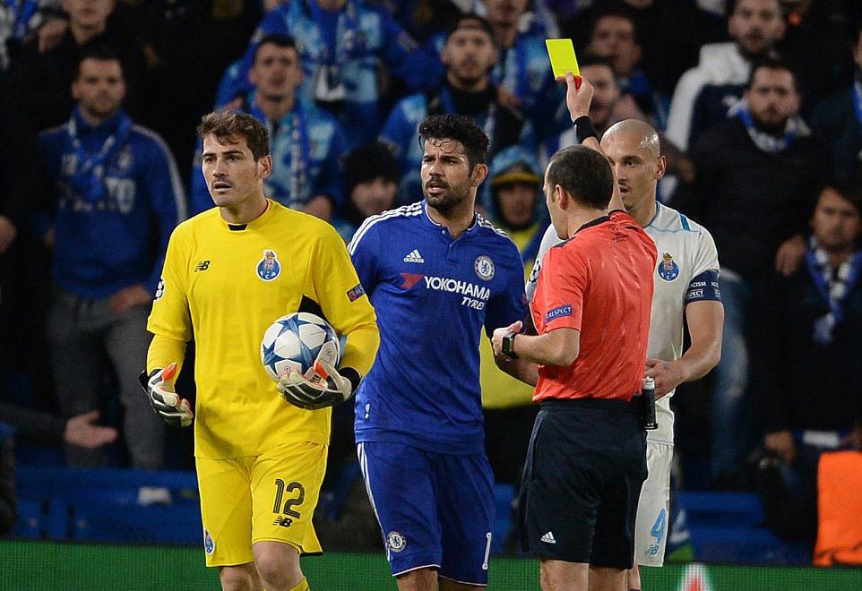Lại kiếm trò chơi bẩn, Costa bị thẻ vàng cảnh cáo