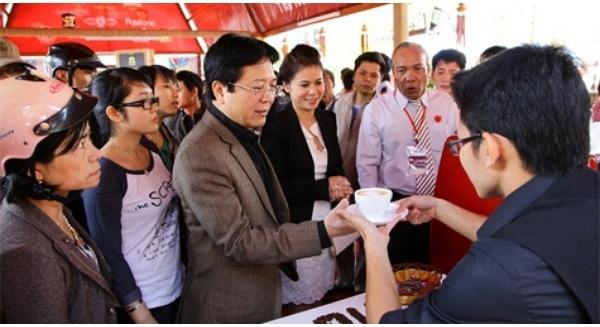 'Chiến tranh pháp lý' vợ chồng đại gia Đặng Lê Nguyên Vũ