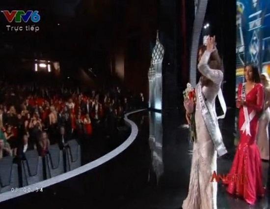 Phạm Hương phá vỡ đội hình gây tranh cãi ở Hoa hậu Hoàn Vũ