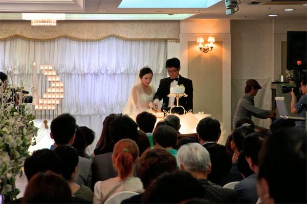 Đi ăn cưới thuê: 400 ngàn/đám