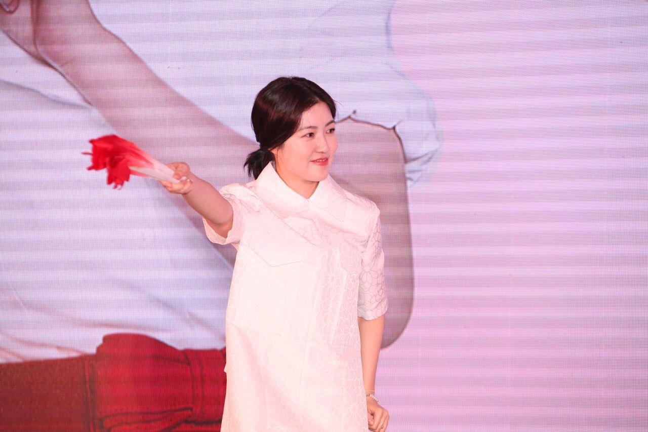 Miu Lê dạy 'nữ hoàng phòng vé' Hàn múa Thái cực Quyền