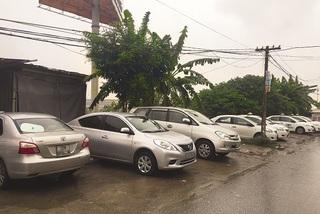 Taxi dù bao vây sân bay Nội Bài