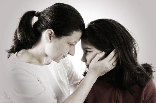 Mẹ dạy con gái cần ích kỷ để vui sống