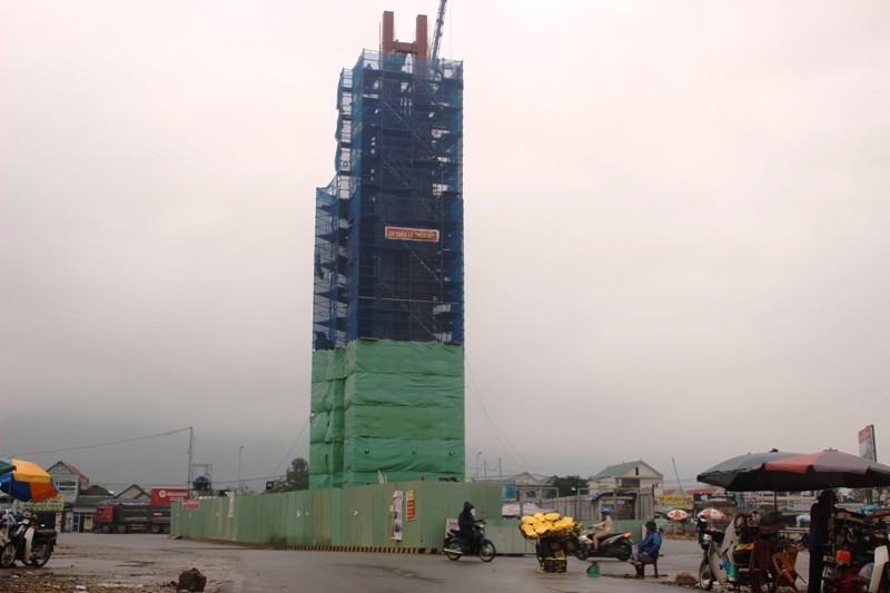 Đình chỉ Formosa xây bảo tháp: 'Hà Tĩnh quá quan liêu'?