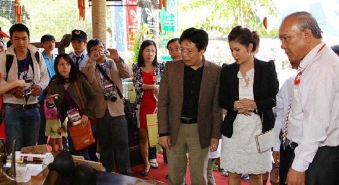 Quyền lực và tiền bạc của vợ đại gia Đặng Lê Nguyên Vũ