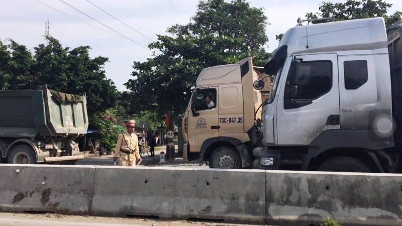 Phản đối bắt người, hàng trăm dân chặn quốc lộ 1