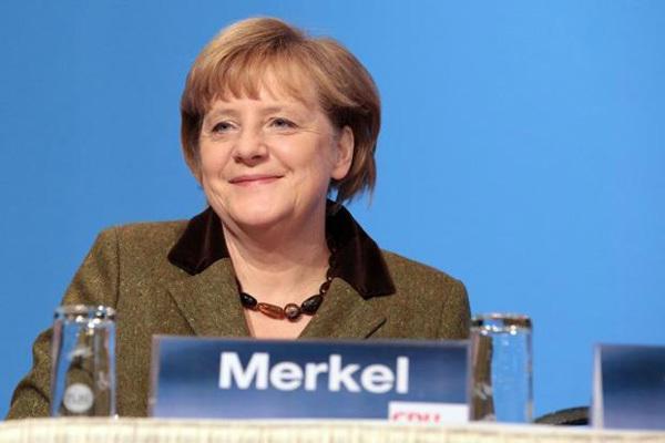 Học Thủ tướng Merkel: Cấm mang bánh đến chỗ bà