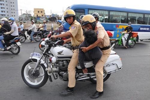 Cách xử phạt lạ của CSGT Đà Nẵng khiến dân mạng cảm phục