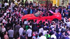 Vào mùa Tết: Ôtô tăng giá hàng ngàn USD