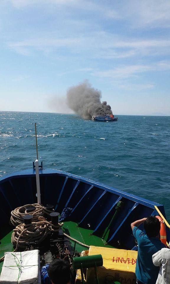 Nổ bình ga, thuyền ngư dân thành 'bó đuốc' giữa biển