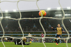 Thắng dễ, Arsenal soán ngôi số 1 của Man City