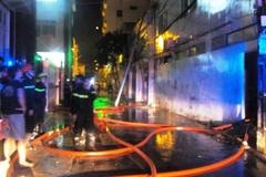 Cháy lớn cạnh cây xăng, cả khu phố tháo chạy vì khói độc