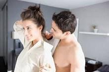 """Sững sờ phát hiện sự thật việc chồng đi """"tập văn nghệ"""""""