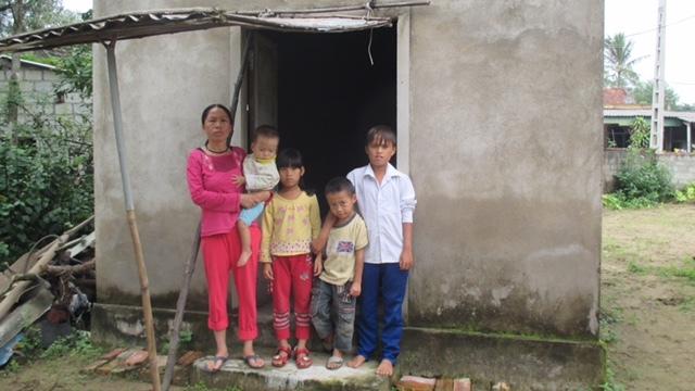 Mẹ bệnh thần kinh với bốn đứa trẻ mồ côi bố