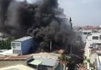 Cháy xưởng nhựa giữa trưa, dân nháo nhào ôm tài sản tháo chạy
