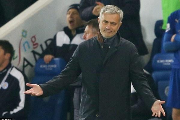 """Mourinho cay đắng: """"Cầu thủ Chelsea đã phản bội tôi"""""""