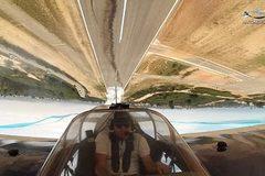 Màn biểu diễn áp lưng máy bay vào đường băng gây sốt YouTube