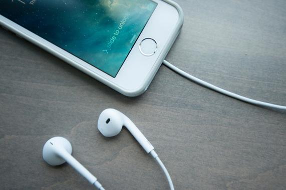 Apple mắc lỗi lớn nếu bỏ jack tai nghe trên iPhone 7