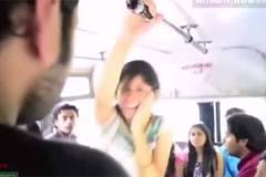 """Clip: Tát chàng trai, cô gái bị """"trả đũa"""" ngay trên xe bus"""