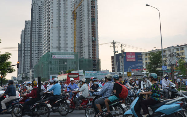 Cao ốc bóp nghẹt giao thông Sài Gòn