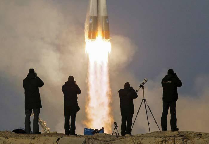 Tàu chở vàng, Đức Quốc xã, Ba Lan, Ngoại trưởng Mỹ, John Kerry, Moscow, Syria, đàm phán, Triều Tiên, Melor, động đất, ISS, Thái Bình Dương, tên lửa đạn đạo