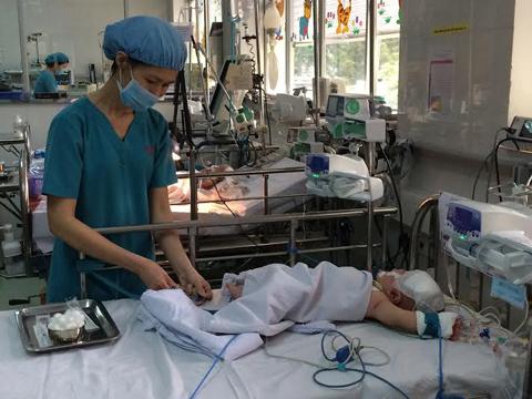 đâm xuyên sọ, phẫu thuật, viêm màng não