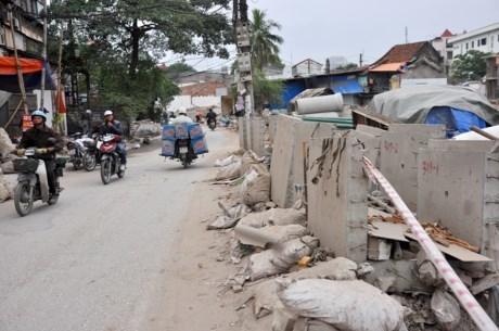 """Hà Nội: Ngổn ngang đoạn đường """"đau khổ"""" dài 570m làm 10 năm chưa xong"""