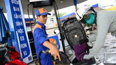 Giá dầu giảm kỷ lục: Thuế tăng, xăng giảm, ngân sách khó