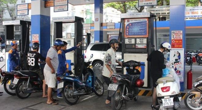 Giá xăng giảm mạnh vào ngày mai?