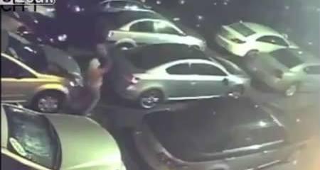Côn đồ đột nhập bãi xe, phá hàng chục siêu xe