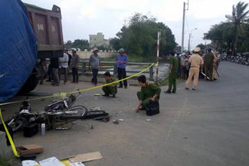 Đi mua đồ mai táng người thân, hai học sinh bị xe tải tông chết