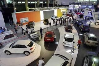 Toyota  Innova: Indonesia 400 triệu, Việt Nam hơn 700 triệu