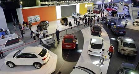 Ôtô Innova: Indonesia 400 triệu, Việt Nam hơn 700 triệu