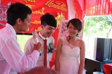 MC đám cưới quê: Cười ra nước mắt với màn 'chém gió' bá đạo