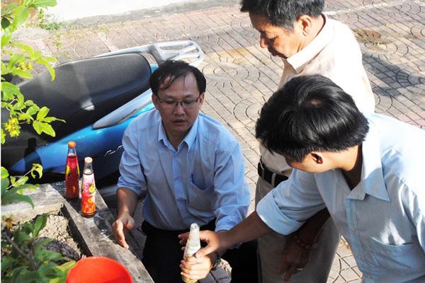 Tiếp tục phát hiện nhiều chai trà Dr Thanh có cặn
