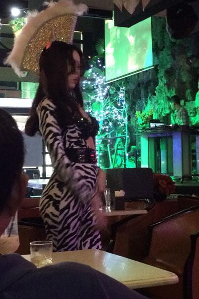 nữ sinh múa bikini, quán cà phê, TP.HCM
