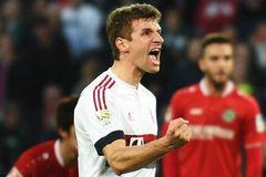 Bayern thắng tối thiểu, Dortmund thua ngược