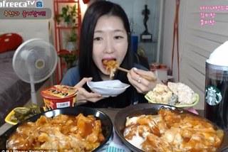 Hot girl kiếm 4000 USD/tuần nhờ ăn ngon